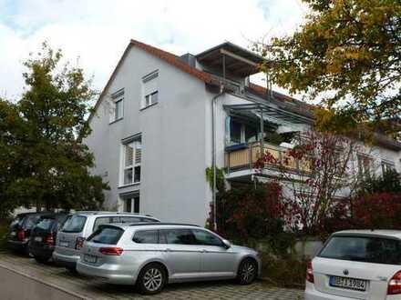 Sonnige, schöne Dachgeschosswohnung mit Blick ins Grüne