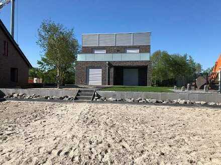 Design Strandhaus inkl. Steganlage zum Wasser