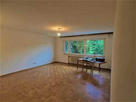 Ruhiges Wohnen in Holweide! Gemütliche 4 Zi.-WHG, 110 m² im 1. OG ohne Balkon!!