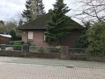 Freistehendes Einfamilienhaus mit Garage, Terrasse und Keller