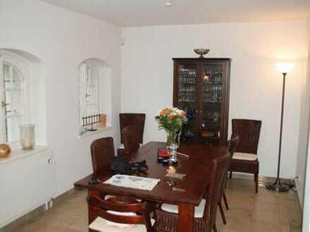* Haus im Haus in sanierter Villa am Elbhang mit Terrasse und Garten *