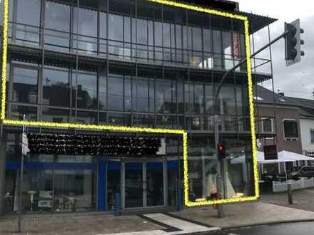 Laden mit moderner Architektur im Herzen von Ensdorf