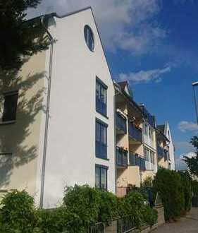Schöne Familienwohnung mit Balkon, Küche, G-WC und Stellplatz in Dresden-Tolkewitz!