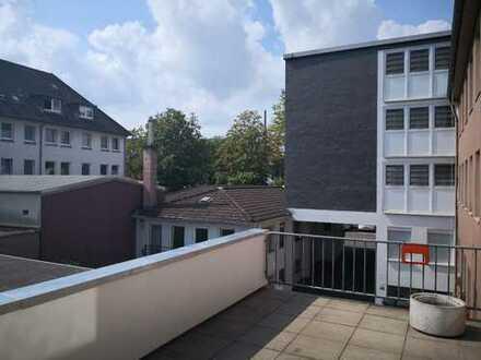 Vollständig renovierte 4-Zimmer-Wohnung mit Dachterrasse in Cityrandlage