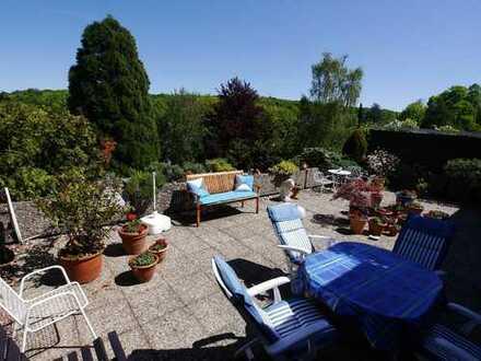 Bonn-Poppelsdorf: Großzügige 4-Zimmer Eigentumswohnung mit riesiger Terrasse
