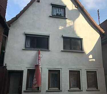Freistehendes Einfamilienhaus; Renovierungsbedürftig mit Potenzial
