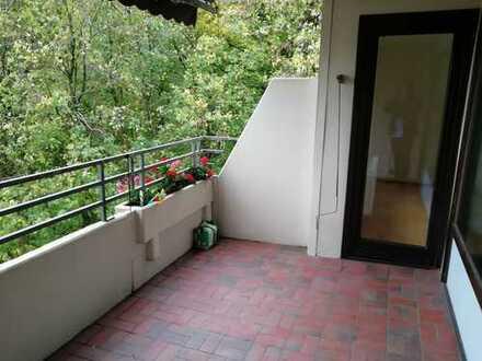 Geräumige 3 Zi. Wohnung mit Einbauküche, Wannenbad und gr. Balkon