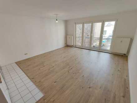 Ruhiges Wohnen im Hinterhaus - Wunderschöne Einraumwohnung zum Verlieben - mit Einbauküche