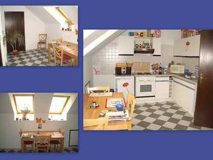 Großes und helles DG-Wohnung EBK in Grünlage von Pulheim-Stommlerbusch