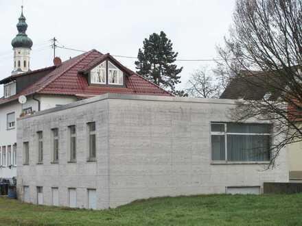 Großzügige Gewerbeeinheit provisionsfrei in 89284 Pfaffenhofen bei Ulm.