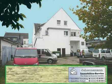 Mehrfamilienhaus mit Garagenhof und weiterem Baugrundstück in Köln-Merkenich