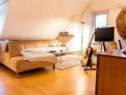 Zur Zwischenmiete: Stilvoll möbelierte 2-Zimmer-DG-Wohnung +Balkon +Tiefgarage