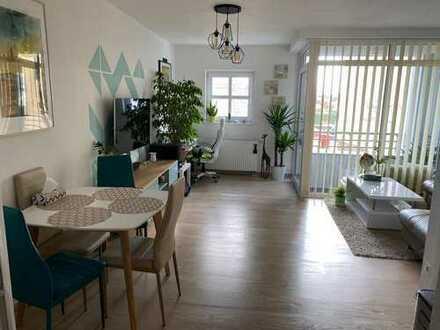 Exklusive, neuwertige 2-Zimmer-Wohnung mit Balkon, EBK u. Garage am Nöldnerplatz