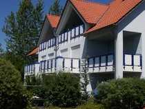 Ruhig gelegene, modernisierte 1,5-Zimmer-Wohnung mit Balkon und EBK in bester Lage Stadtbergen