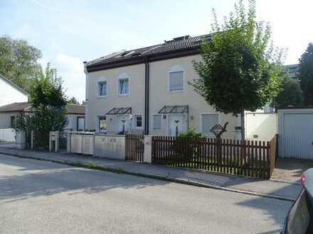"""Moderne Doppelhaushälfte mit Garage (""""KFW-60""""-Haus mit Wärmepumpe)"""