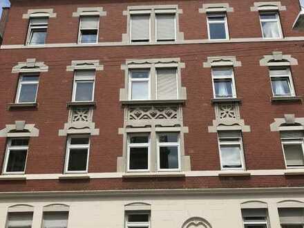Ruhige 3-Zimmer-Altbauwohnung mit Balkon in Bad Cannstatt - WG-geeignet