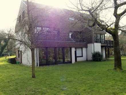 Schönes Wohnhaus mit Einliegerwohnung, Ortsrand, Buseck, ca. 300 m² Wohn-/Nutzfläche, Areal 1.250 m²