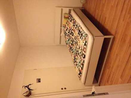 Helles teilmöbliertes Zimmer in moderner Wohnung im Zentrum von Sandhausen