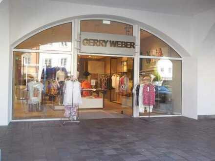 TOP Geschäfts-LAGE im EG ~ moderne, ebenerdige Ladenfläche - direkt am STADTPLATZ