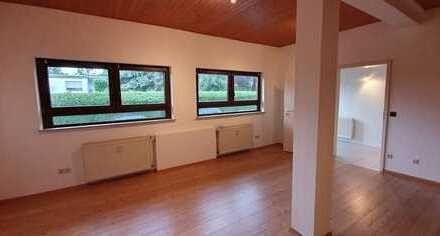 Gepflegte 1-Raum-Hochparterre-Wohnung mit kleinem Freisitz und Einbauküche in Butzbach