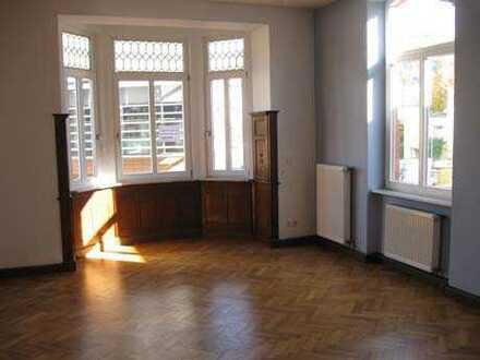 Großzügige 4,5-Zimmer-Wohnung direkt im Zentrum von Sonneberg, mit Blick über den Pikoplatz