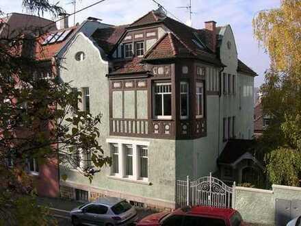 Von Privat: Stilvolles Mehrfamilienhaus aus der Gründerzeit in Stuttgart Mitte