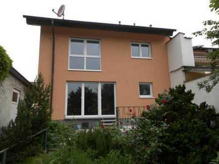 Schönes, geräumiges Haus mit sechs Zimmern in Rhein-Neckar-Kreis, Plankstadt