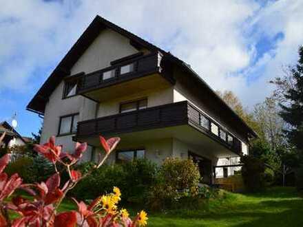 Gepflegtes, mod. Landhaus mit 4 WE, 4 Stpl., Garten, Hanglage & traumh. Weitblick inkl. Ausstattung