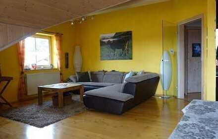 3-Zimmer-Dachgeschosswohnung mit Balkon und 3 Stellplätzen (in 3-Fam.-Haus)