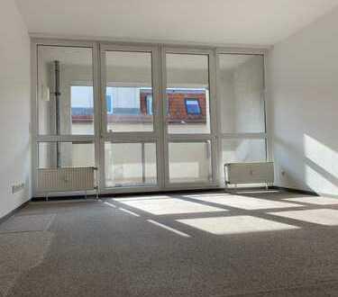 Vollständig renovierte 2-Zimmer-Wohnung mit Balkon in Friedrichshain befristet zu vermieten