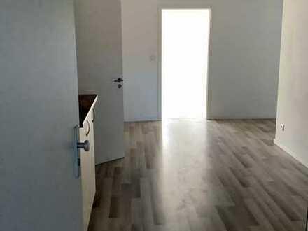 ** große renovierte 5 Zimmer Wohnung mit 2 Bäder im Zentrum **
