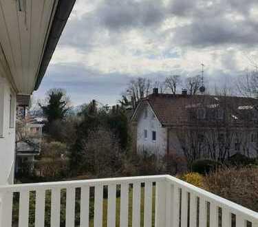 Erstbezug nach Renovierung - Wohnung in Toplage mit zwei Zimmern sowie Balkon und EBK in Tutzing