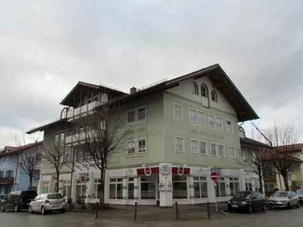 Geräumige Dachgeschosswohnung in zentraler Lage in Prien !