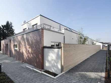 Benrath: exklusives 2 Raum Atriumhaus mit offenem Dachstudio in Rheinnähe