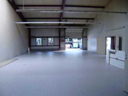 Gewerbehalle mit Sozialräumen im Gewerbegebiet