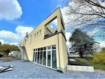 Attraktive Halle mit einer großen Bürofläche in Köln-Ossendorf, auch für Events geeignet