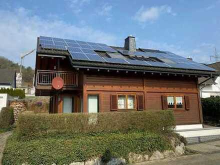 Großes Einfamilienhaus mit viel Platz für die Familie, in ruhiger Lage mit sonnigen Terrassen