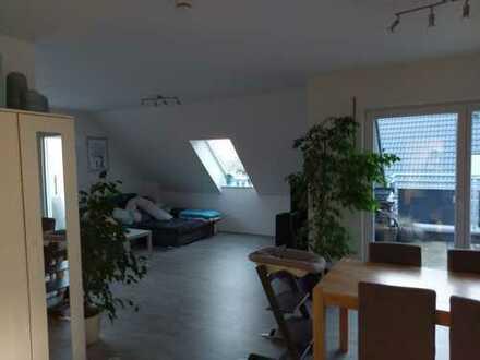 Neuwertige 3-Zimmer-DG-Wohnung mit Balkon in Allersberg