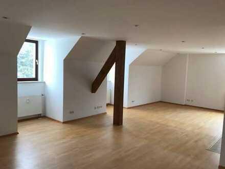 Schöne, geräumige vier Zimmer Wohnung in München, Moosach