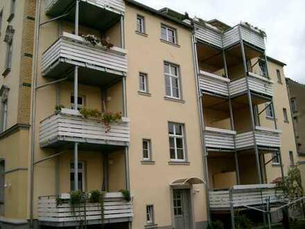 Glasfaseranschluss: Ruhige 2-Zimmer-Hochparterre-Wohnung mit Balkon