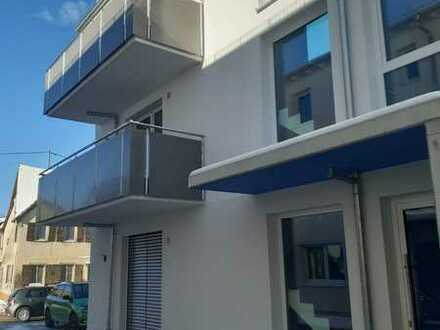 Erstbezug: Barrierefreie 2-Zimmer-Terrassenwohnung mit Einbauküche und Balkon in Engstingen