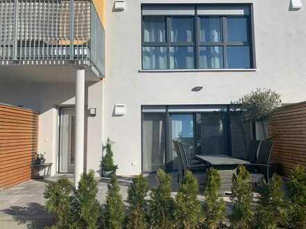 Freundliche 2-Zimmer-Maisonette-Wohnung mit Balkon und Einbauküche in Rödental