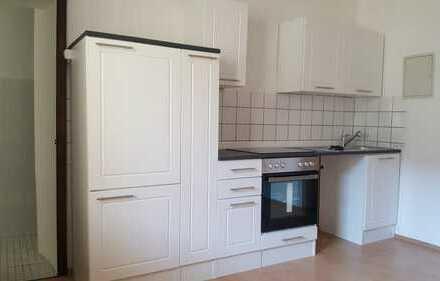 Vollständig renovierte 2-Zi. Erdgeschoßwohnung mit neuer Einbauküche