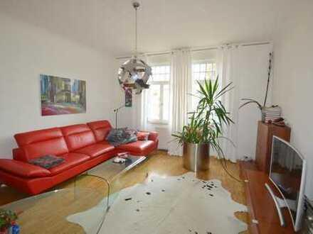 Wunderschöne 3 Zimmer-Altbau-Wohnung mit Balkon