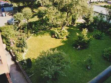 Sehr schöne und helle 2-Zimmer Wohnung mit gemeinsamen Mietergarten