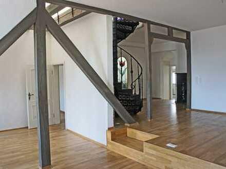 4360 - Außergewöhnliche Maisonettewohnung mit Balkon, Dachterrasse, Sauna, Kamin nähe Europaplatz!