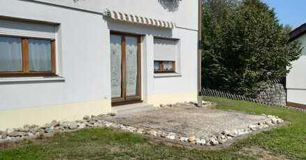 Preiswerte, gepflegte 3-Zimmer-Wohnung mit Balkon und Einbauküche in Häusern