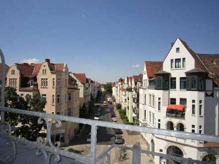 Schicke Wohnung über 2 Ebenen mit kleinem Westbalkon, Gäste-WC in zentraler Lage von Döhren!