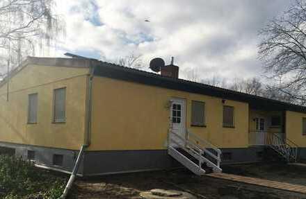 Großes Wohnhaus mit Stallungen und Halle zu vermieten!