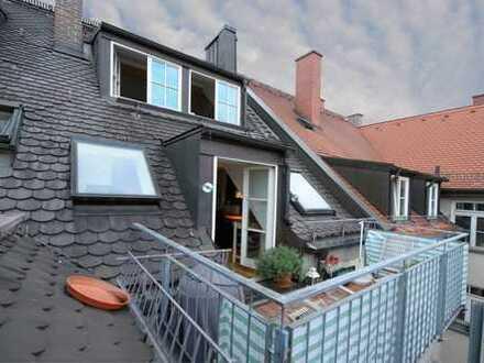 Selten schöne DG Wohnung über zwei Ebenen mit Kamin und Balkon!